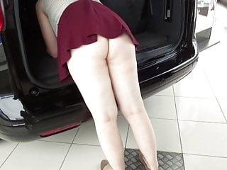 Download video bokep Exhibits in car dealership Mp4 terbaru