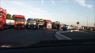 pute pose pour des routiers