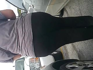 Huge jiggly white booty wedgie leggings pt 3