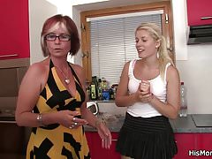 His mom teaching blonde teen toying's Thumb