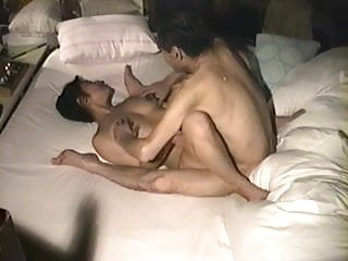 japanese cheating housewife and her old lover.(love hotel)
