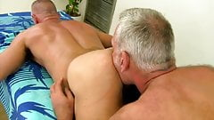 Mature hairy bareback