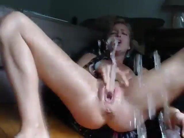 секс мастурбирует и кончает фонтаном привередливые
