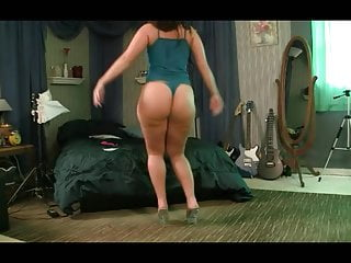 Hot Sexy Girl Dancing and Shaking Her Ass AL84
