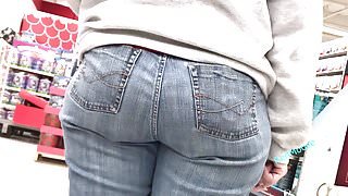PAWG Mature in Jeans Jiggly Ass