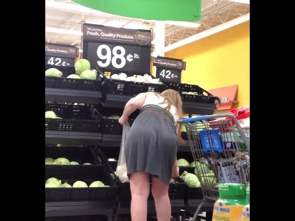 Candid blonde milf ass in shop