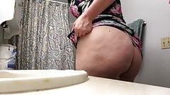 Hot Milf Spreads Her Juicy Ass