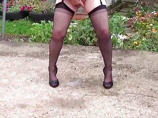 Dralle geile Sau masturbiert und squirtet
