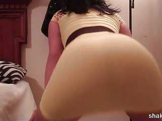 Brunette letting her skirt ride up and booty shaking bottoml