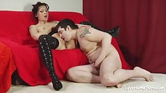 After licking her cunt she will ride him.mp4