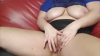 Horny Wife masturbates on Webcam in front of many strangers