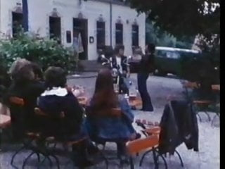 Download video bokep vintage 70s german - Der verbumste Motorrad-Club jagt geile Fuechsin - cc79 Mp4 terbaru