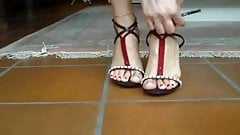 KIRIMIZI OJE feet foots and red nails 1