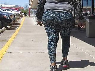 Big fat jiggly juicy booty in yoga pants