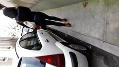 un beau petit cul de salope en leggings dans la rue a Nimes