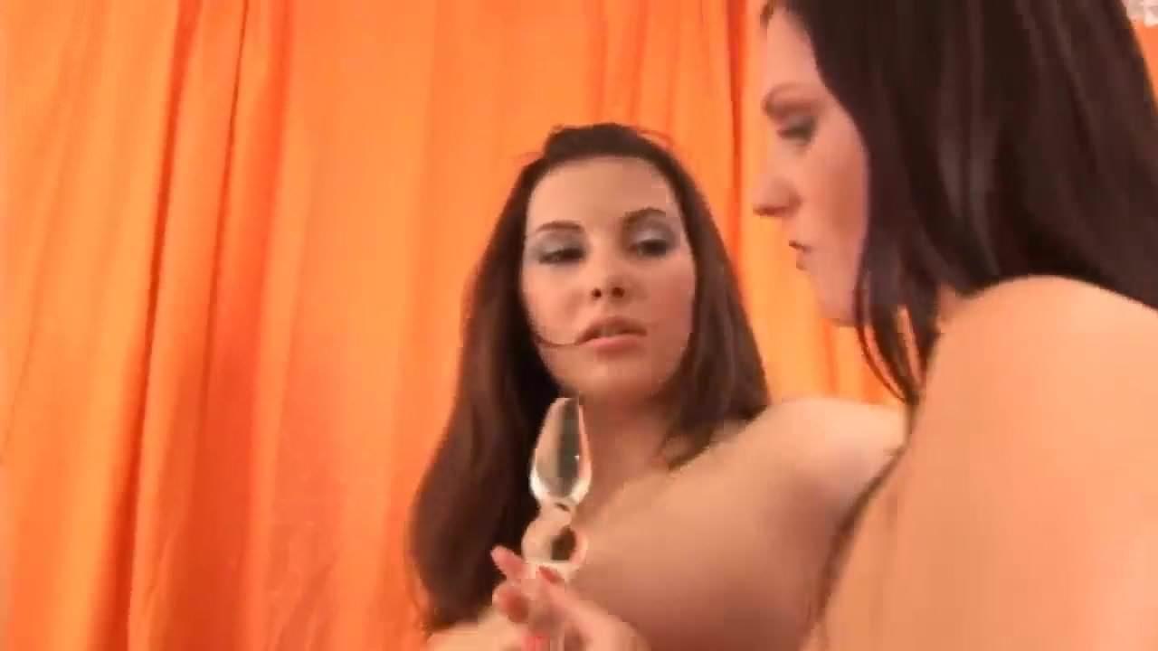 HD- Passion-HD La Sexy et Mince Connie Carter Défoncée avec une grosse.