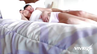 She knows how to fuck her man in the morning