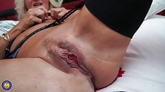Real mature mom with big hungry vagina