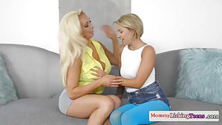 Les cougar seduces young stepdaughter