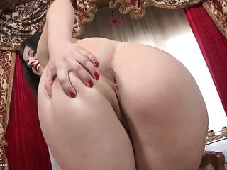 Booty Spanish mom needs a good fuck