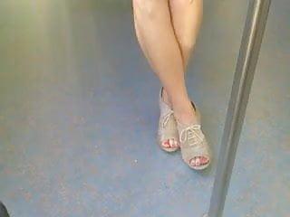 jolies jambes dans le metro