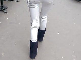 Un bon petit cul en jean blanc