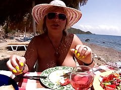 In the beach restaurant with nude tits