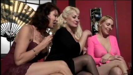 Опытная зрелая женщина учит сексу вообщем-то