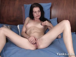 Sexy Yanks Chloe Masturbating