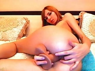 MsLily plays with her ass hole