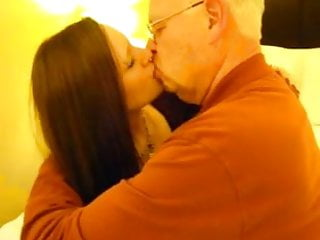 GERALDINE: Ssbbw pussy rub deep kissing