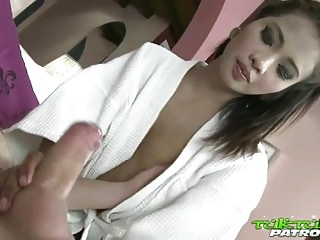 Download video bokep Tuk Tuk Patrol - Sexy Thai girl takes on big white cock Mp4 terbaru
