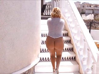 Mature With A Naked Bare Ass Walks On Vacation