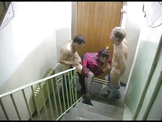 Two guys fuck whore in the entrance