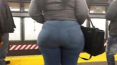 Big Wide Ebony Booty in Jeans