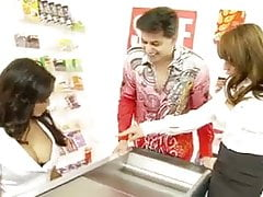 UK Star Store Emploee Helps Out Customers