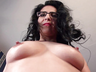 American milf Jacqueline fingers her gorgeous pussy