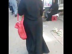 Arab hijab abaya mature with jiggly ass (egyptian streets)