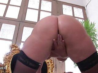 Amateur mama masturbate alone
