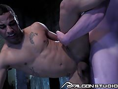 dont want muscular stud pleasing his cock at the gym like the outdoors and