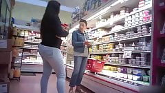 Candid - Teen Store Employee Phat BOOTY in Tight Jeans