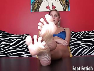 Preview 3 of You cant keep your eyes off my cute little feet
