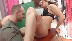 Jeune et jolie brunette fr sodomisee en classe par 2 mecs