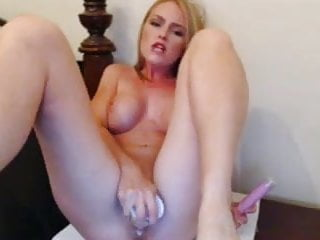Beauty Girl plays toys on cam