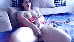 Mature Chubby cums on cam
