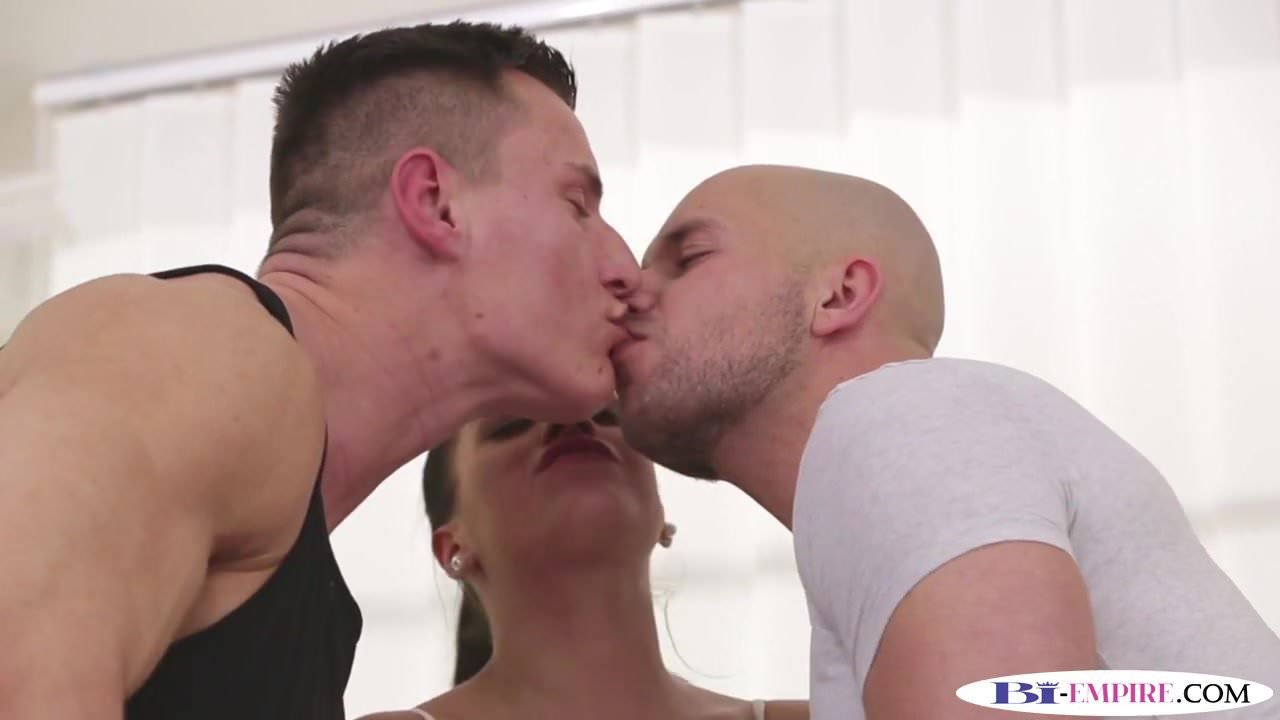 bisexual muscle hunk spitroasts in mmf trio: free porn 87