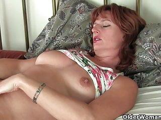 Redhead mature women masturbating