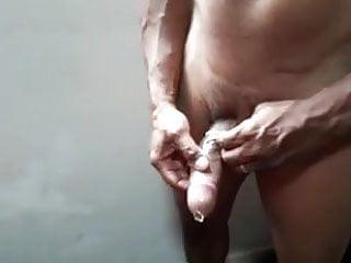 Corno filma 3 amigos fodendo sua esposa