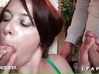 Petite salope francaise adore sucer des queues