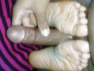 girlfriend oily wrinkle footjob